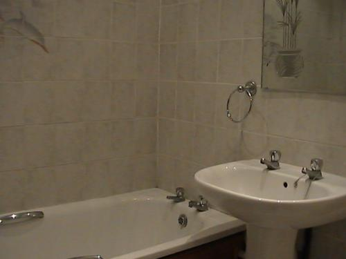 CottonHillBathroomF3 bedroom house, Downham, Bromley for sale, bathroom